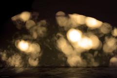Ombres a l'hora daurada (Aviones Plateados) Tags: light sunset summer luz azul wall sunrise canon pared rebel shadows bokeh hora verano bluehour sombras paret goldenhour daurada llum ombres estiu blava dorada mgica t2i lamanoamiga eos550d kissx4