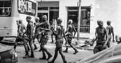Carnaval, Rio de Janeiro-4 (Edi Leal) Tags: street brazil brasil riodejaneiro canon 50mm raw grain olympus iso carnaval rua f18 fd brasilemimagens