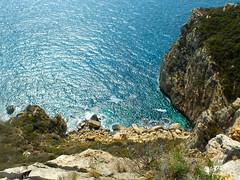 Vertigo................69/365 (David.gv60) Tags: españa color topf25 marina mar spain mediterranean mediterraneo mare vertigo fujifilm vacio acantilado altura vegetación resistente moraira costablanca proyecto365 365dias capdor hs30exr david60