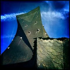 Eglise Sainte-Jeanne d'Arc, Rouen (Normandie) (berardici) Tags: blue france published bleu ciel rouen 400 200 100 normandie 300 toit eglise clocher cielbleu 5faves 10faves bleuazur hipstamatic objectifjohns flashjollyrainbo2x filmrasputin johnsrasputin