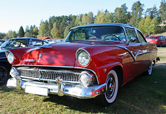 1955 Ford Fairlane Crown Victoria (crusaderstgeorge) Tags: sweden marilynmonroe redcars högbo 1955fordfairlanecrownvictoria classicamericancars