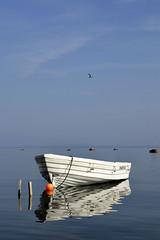 White boat - blue sky (Jrund Follestad) Tags: sea sky 35mm mirror boat nikon 18 sgrdstrand d7000