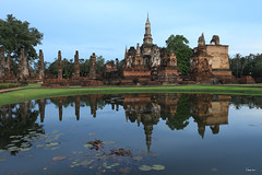 Wat Mahathat - Sukhothai Historical Park (Geourjon Benoit) Tags: park sunset 2 reflection statue canon thailand temple evening asia mark buddha south royal buddhism east thai historical 5d asie 16 wat 35 luang sukhothai thailande chedi mahathat viharn