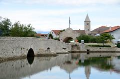 Nin, de brug naar het oude centrum van Nin, Kroati juni 2014 (wally nelemans) Tags: bridge nin croatia brug hrvatska 2014 kroati
