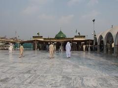 Data Darbar Shrine @ Lahore (*_*) Tags: city pakistan saint shrine asia muslim islam tomb mosque data punjab durbar sufi complex lahore pir bhutto darbar penjab