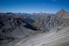 Val Müschauns (Toni_V) Tags: mountains alps landscape schweiz switzerland nationalpark europe suisse hiking 28mm rangefinder alpen svizzera engadin wanderung m9 2014 graubünden grisons snp svizra parcnaziunalsvizzer grischun elmaritm schweizerischernationalpark messsucher ©toniv leicam9 140927 valmüschauns fuorclavalsassa l1018862