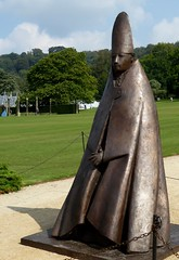 Giacomo Manzu, Grande Cardinale, bronze (jacquemart) Tags: sculpture bronze cardinal chatsworthhouse sothebys giacomomanzu beyondlimits2014 chatsworthbeyondlimits2014 grandecardinale