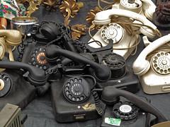 Driiing...Driiiing.... (MKP-0508) Tags: flohmarkt fleamarket marchéauxpuces jahrhunderthalle höchst accumulations telefone telephon schwarz noir black weis white blanc