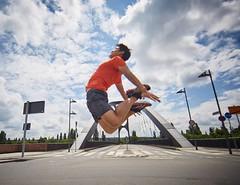 Fly High! Euch einen wunderschönen Start in die Woche. Ein weiteres Bild von @isaak_papadopoulos einem der besten Sportfotografen! Er fängt Ästhetik und Bewegung super in eine fantastische Bild Komposition ein. Das andere Bild, in dem ich Kopfüber von der