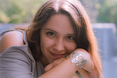 Me fascinas!! (Alyaz7) Tags: nikond7200 lentenikonnikkorafs35mm118gdx rawquality retrato portrait chica girl hermosa beautiful eyes mirada sight contraluz backlight ternura cute