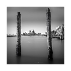 between you and me .... -|--|- (paolo paccagnella) Tags: phpph©2017 paccagnellapaolo veneto vallepadana venezia venice view landscape longexposure longexposuremonochrome bn blackandwhite bw biancoenero ambiente territorio canonequipment best foto flickr photo phpph monochrome yahoo:yourpictures=landscape yahoo:yourpictures=light neroebianco seascape sea sex deep grey italy framework canon le lens ef1740mmf4l bnw