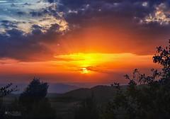sunset (olgaibáñez) Tags: sunset atardecer puesta de sol montañas mountain paisaje landscape cielo sky sun red rojo nubes clouds c priorat marçà miloquera