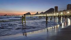 Uma tipica noite do verão carioca (Pablo.Barros) Tags: beach brasil brazil landscape paisagem riodejaneiro southamerica américadosul sunset pordosol leme night