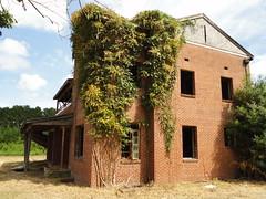 North Carolina Abandoned House (Stabbur's Master) Tags: northcarolina abandoned abandonedbuildings derelictbuildings rusted abandonedhome abandonedhouse decayed
