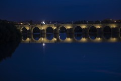 Roman bridge. Puente romano. Córdoba (ithyrsus) Tags: nikon d5200 photoshop córdoba bridges puentes night nocturno rivers rios andalucía spanien spain espagna espagne españa espanha hispanio bluehour horaazul horizontalcomposition composiciónhorizontal