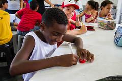 Elisângela Leite_12 (REDES DA MARÉ) Tags: américa brasil complexodamaré doglaslopes favela latina maré marésemfronteiras novamaré ong redesdamaré riodejaneiro aula criança desenho serigrafia