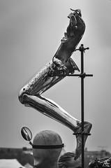 Fuß, 2 Kepf, koa Hand (axeleckenberger) Tags: bavaria bayern flohmarkt germany minga munich mã¼nchen theresienwiese blackandwhite fleamarket foot head jumblesale libs person prosthesis seller vendor