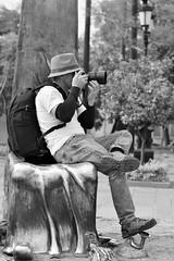 Fotografía callejera (jazztubo68) Tags: fotógrafos estudiantesdefotografía fotografíacallejera colegiodefotografíadeoccidente guadalajara mexico photographers street photography streetphotography blancoynegro blackwhite