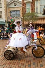 disney friends springtime processional parade (alienalice) Tags: hkdl hkdisneyland pooh donald daisy duffy she shelliemay disneyfriendsspringtimeprocessionalparade kristoff beast mickey minnie