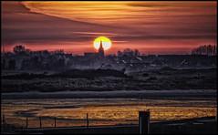 Zonsopkomst Lombardsijde (glessew) Tags: belgië belgium belgien vlaanderen westvlaanderen lombardsijde nieuwpoort sonne sun soleil zon zonsopkomst ysermonde sunrise kerk kirche eglise church