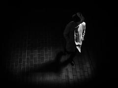 The walker (jfsouto) Tags: barbican centre estate barbicancentre barbicanestate cityoflondon england gb london uk brutalist hat man walking