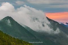 _Y2U9276+82.0417.Tà Xùa.Bắc Yên.Sơn La. (hoanglongphoto) Tags: asia asian vietnam northvietnam northwestvietnam landscape scenery vietnamlandscape vietnamscenery vietnamscene morning outdoor sky cloud clouds mountain mountainouslandscape nature canon canoneos1dx tâybắc sơnla bắcyên tàxùa phongcảnh thiênnhiên buổisáng bầutrời mây núi phongcảnhtâybắc phongcảnhtàxùa flank sườnnúi dale thunglũng canonef70200mmf28lisiiusmlens sunset hoànghôn