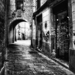 Ciutat Vella #barcelona #wanderlust #photographyaks_bw #photooftheday #2016 #blackandwhitephotography (.Tatiana.) Tags: instagramapp square squareformat iphoneography uploaded:by=instagram lofi
