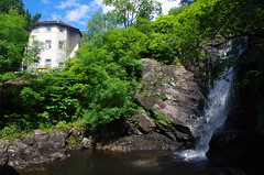 Inversnaid Hotel waterfall. (4seasonbackpacking) Tags: uk west way walking hotel scotland waterfall highlands o hiking scottish trail highland national backpacking waterfalls end hotels lands tramping groats westhighlandway thewesthighlandway e2e inversnaid end2end johnogroatstolandsend inversnaidhotel ukjohn bri1tain endtoendtrail scottishnationaltrail thescottishnationaltrail