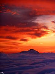 Pic d'Orhy - Pyrénées - Pays basque - France (Démocrite, atomiste dérouté) Tags: crépuscule coucherdesoleil pyrénées paysbasque béarn merdenuage picdorhy valléedubarétous soumdelèche