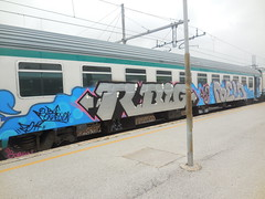 robe connection (en-ri) Tags: gelo train writing torino graffiti grigio crew arrow azzurro rb rayoz rbig guht