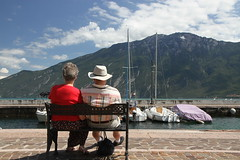 IMG_8930 (giancarloviceconte) Tags: garda limone sul coppia anziani panchina contemplazione