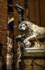Telling a new tale (Didacus67 (on/off)) Tags: italy sculpture bronze night florence nikon italia lion firenze marble leone hdr perseus loggiadeilanzi vacca fattal qtpfsgui mantiuk06 reinhard05 d5100 medicilions
