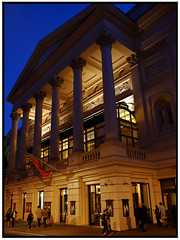 Royal Opera House Covent Garden (exreuterman) Tags: building london classic architecture evening opera fuji coventgarden csc xtrans xe2