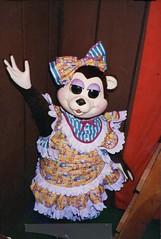 Girlsen Bear-y - Knott's Bear-y Tales Playhouse (Althegamefreak) Tags: knottsbearytales knottsberryfarm knottsberrytales knottspreserved darkride disney rollycrump roaring20s remanents vintage animatronic