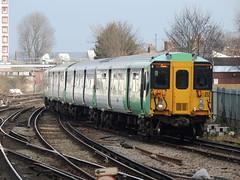 A Southern Railway Class 455 approaches East Croydon, London (Steve Hobson) Tags: southern railways tsgn class 455 emu east croydon london