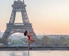DSC_3319-2 (julialarrigue) Tags: eiffeltower paris dancer