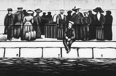 An Cóbh, port cuarda deireanach an Titanic (Rhisiart Hincks) Tags: luchdsiubhail bidaiariak paisinéirí teithwyr passangers cé cidhe kae cei quai titanic mural livadurmoger dealbhballa murlun múrphictiúr éire éirinn iwerzhon ireland iwerddon ирландия iwerdhon irsko ιρλανδία èirinn īrija irlanda 爱尔兰 írország airija 愛爾 ancóbh cobh duagwyn gwennhadu dubhagusgeal dubhagusbán blackandwhite bw zuribeltz blancetnoir blackwhite monochrome unlliw blancoynegro zwartwit