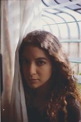 Poēm of a face. (Gabriel Plcs) Tags: argentique chemicalphotography analogue analog analogico filmphotography 35mmfilm filmisnotdead expiredfilm underexposed canonav1 50mm f14 portrait pörtrat retrato girl