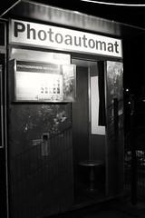 Photoautomat (88pix) Tags: berlin xpro1 schwarzweis photoautomat analog retro fuji fujifilm allejahrewieder