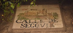 Azulejo callejero antiguo en calle Segovia. Madrid (Carlos Viñas-Valle) Tags: azulejo callesegovia antiguo genuino