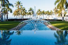Fountains and Horizons (Zeta_Ori) Tags: maui hawaii wailea grandwaileahotel grandwailea grandwailearesort longexposure