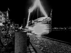 On-board restaurant in Aalborg, by night (maellevanrell) Tags: boat blackandwhite blancoynegro bnw bw river harbour restaurant classy lights city citylights longexposure photography blackandwhitephotography