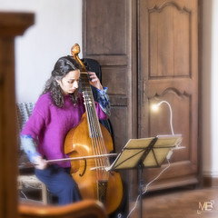 Marion s'echauffe DxOFP sf_DSF3224 (mich53 - thank you for your comments and 3,5M view) Tags: musique xf1655mmf28rlmwr fujifilm france artiste portrait marion carré marionmartineau amie violedegambe musician artist classical music violadagamba atmosphere musicienne classique ambiance musiker künstler klassische musik ambiente ミュージシャン クラシック音楽 「ヴィオラダガンバ」