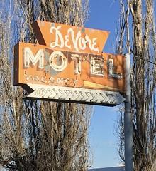 DeVore Motel.   Lind,Washington (montanatom1950) Tags: motel lind washington lindwashington devoremotel vintagemotelsigns motelsigns