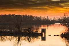 tramonto sul grande fiume (paolotrapella) Tags: tramomto sunset fiume po italia acqua water camino fornace natura nuvole cielo clouds sky
