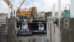 Tugboat Lynx keeps it steady (WSDOT) Tags: sr520 pontoons aberdeen sr520floatingbridge sr520bridgereplacementandhovproject wsdot washingtonstatedepartmentoftransportation sh pontoonconstructionproject stateroute520 sr520program kiewit kiewitgeneral kg cycle5 tugboat pontoonfloatout september262014