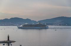 Oasis of the Seas, zarpando de Vigo (dfvergara) Tags: espaa mar agua barco galicia royalcaribbean ria vigo crucero riadevigo trasatlantico zarpar oasisoftheseas