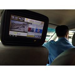 #TaxiTV นั่งพี่แท็กทุกวันเพิ่งเจอคันแรก คือดีนะ มีข่าวให้อ่านยามเช้าด้วย บอกเวลา อากาศ หนัง เพลง สถานที่ท่องเที่ยว ดูดวง ร้านอาหาร โรงแรม แต่แบ่งหน้าจอ 50:50 โฆษณาปาไปครึ่งจอ ถ้าอ่านข่าวต้องเพ่ง แต่ดูmv หนัง โอเค #รถจะติดไปไหนเล่นจรครบละ