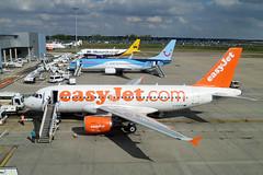 Luton - Airbus A319-111 (easyJet) G-EZFS (jamfran) Tags: airport monarch thomson airbus boeing luton easyjet 737 a320 a319 sharklets