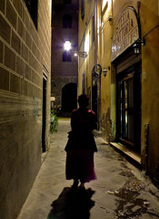 The Walk of the Gypsy Woman (Vide Cor Meum Images) Tags: street city italy night florence italian alley fuji candid streetphotography tuscany finepix firenze fujifilm gypsy cor vide romany hs20 meum markcoleman hs20exr mac010665yahoocouk videcormeumimages markandrewcoleman